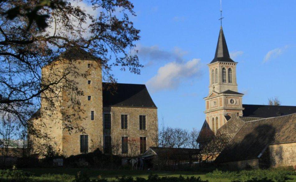 La tour de justice et l'église de Ouffet